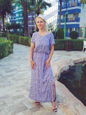 liliowa dluga sukienka maxi okryte plecy